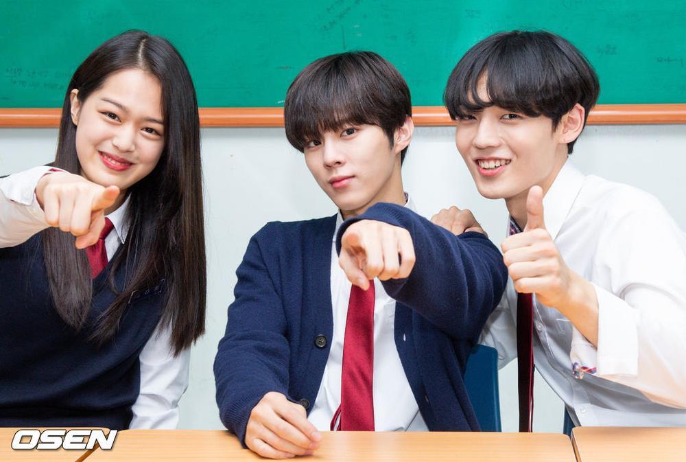 Á quân 'Produce X 101' Kim Woo Seok tựa nam thần trong đồng phục học sinh Ảnh 23