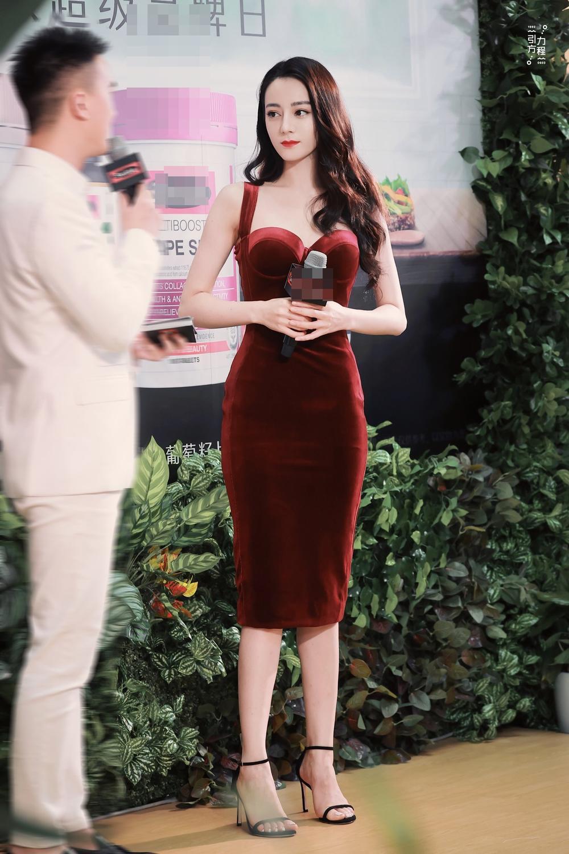 Thổn thức trước vẻ đẹp kiêu sa của Địch Lệ Nhiệt Ba trong váy đỏ cúp ngực lấp ló vòng 1 căng đầy quyến rũ Ảnh 5