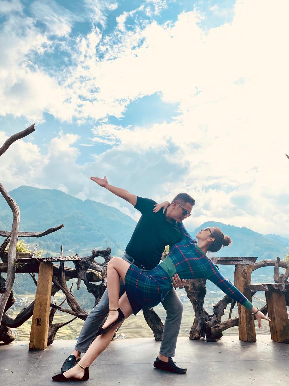 Vợ chồng hoa hậu Jennifer Phạm say đắm 'khiêu vũ' giữa đất trời Sapa Ảnh 1