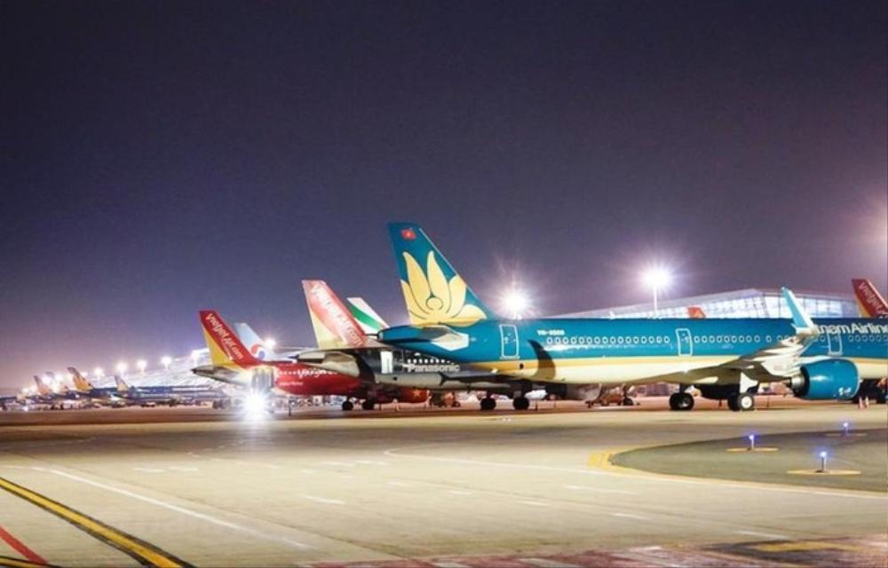 Vietnam Airlines, Vietjet huỷ hơn 50 chuyến bay do ảnh hưởng của bão Noul Ảnh 1
