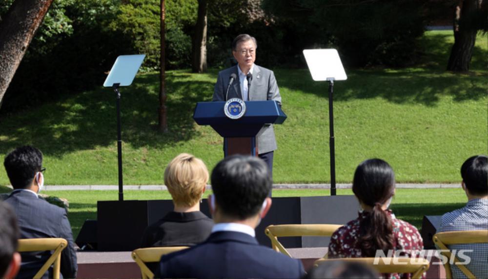 BTS trở thành 'hắc kỵ sĩ' tại Nhà xanh của Tổng thống Hàn Quốc Ảnh 4