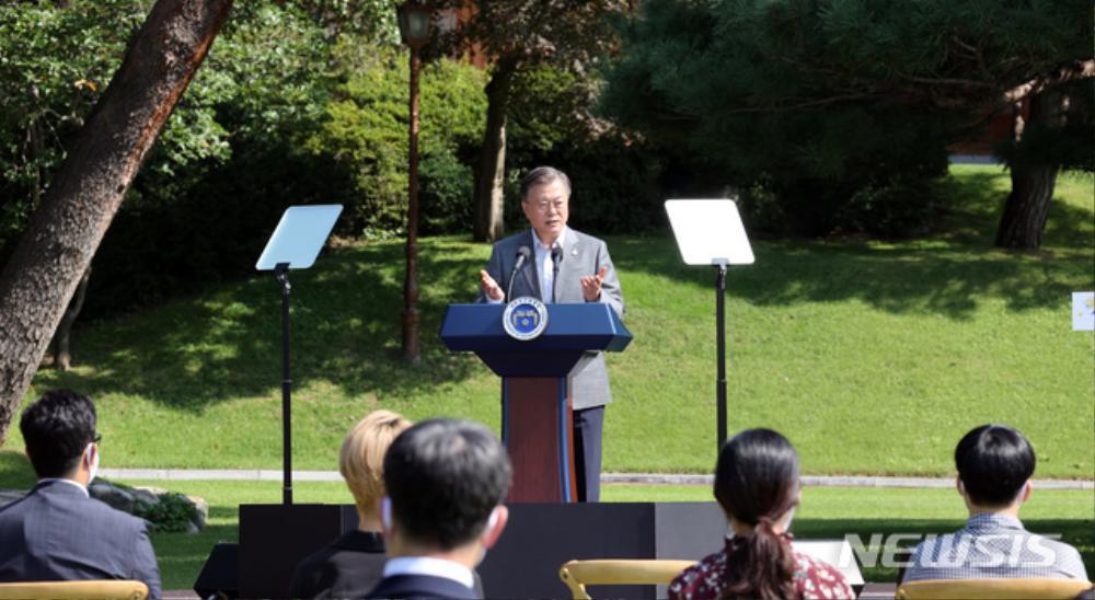 BTS trở thành 'hắc kỵ sĩ' tại Nhà xanh của Tổng thống Hàn Quốc Ảnh 5