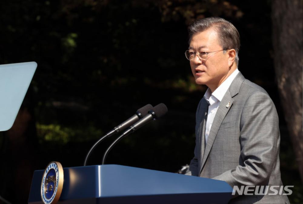 BTS trở thành 'hắc kỵ sĩ' tại Nhà xanh của Tổng thống Hàn Quốc Ảnh 6