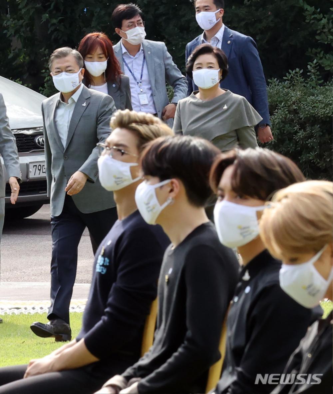 BTS trở thành 'hắc kỵ sĩ' tại Nhà xanh của Tổng thống Hàn Quốc Ảnh 1