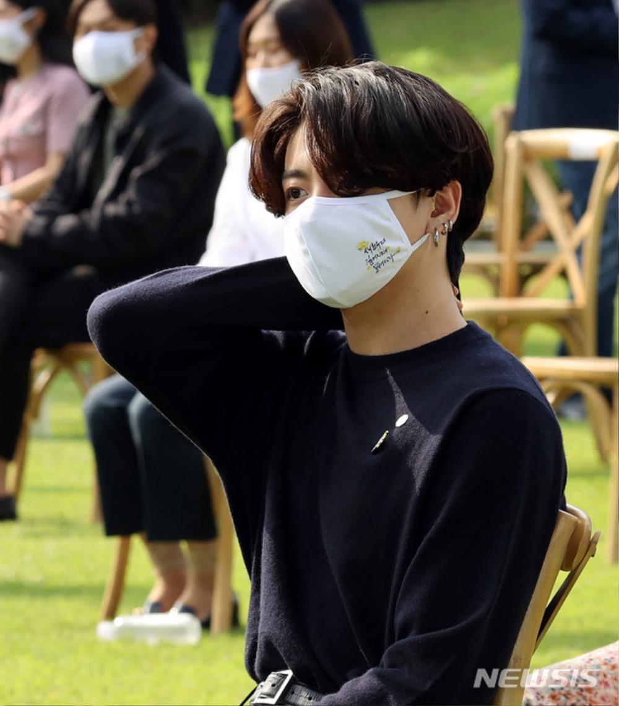 BTS trở thành 'hắc kỵ sĩ' tại Nhà xanh của Tổng thống Hàn Quốc Ảnh 38