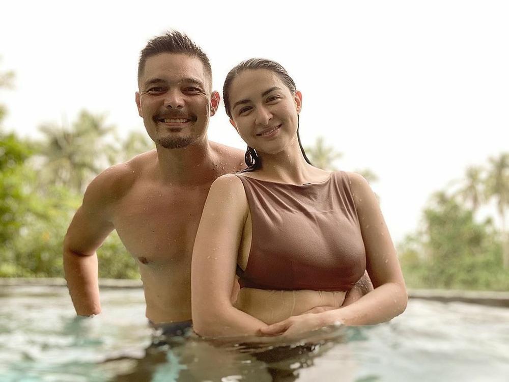 'Mỹ nhân đẹp nhất Philippines' tình tứ bên chồng ở bể bơi nhưng vòng 1 'khủng' mới là tâm điểm Ảnh 3