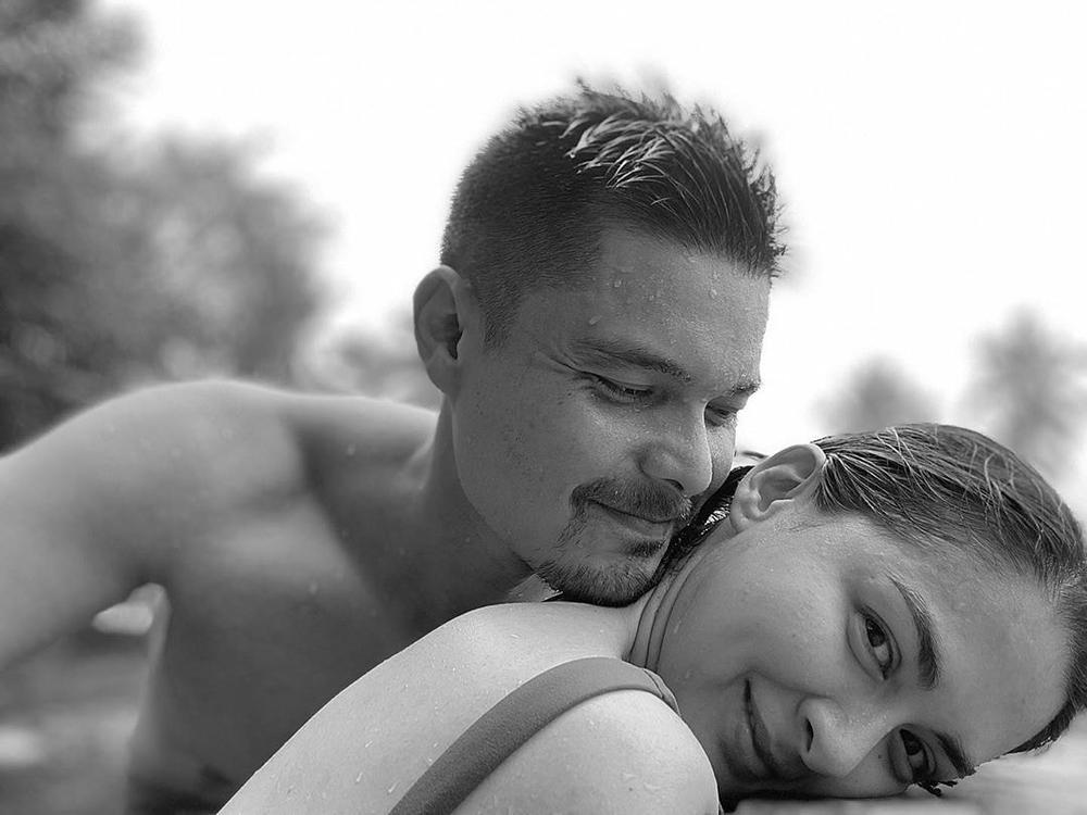 'Mỹ nhân đẹp nhất Philippines' tình tứ bên chồng ở bể bơi nhưng vòng 1 'khủng' mới là tâm điểm Ảnh 1