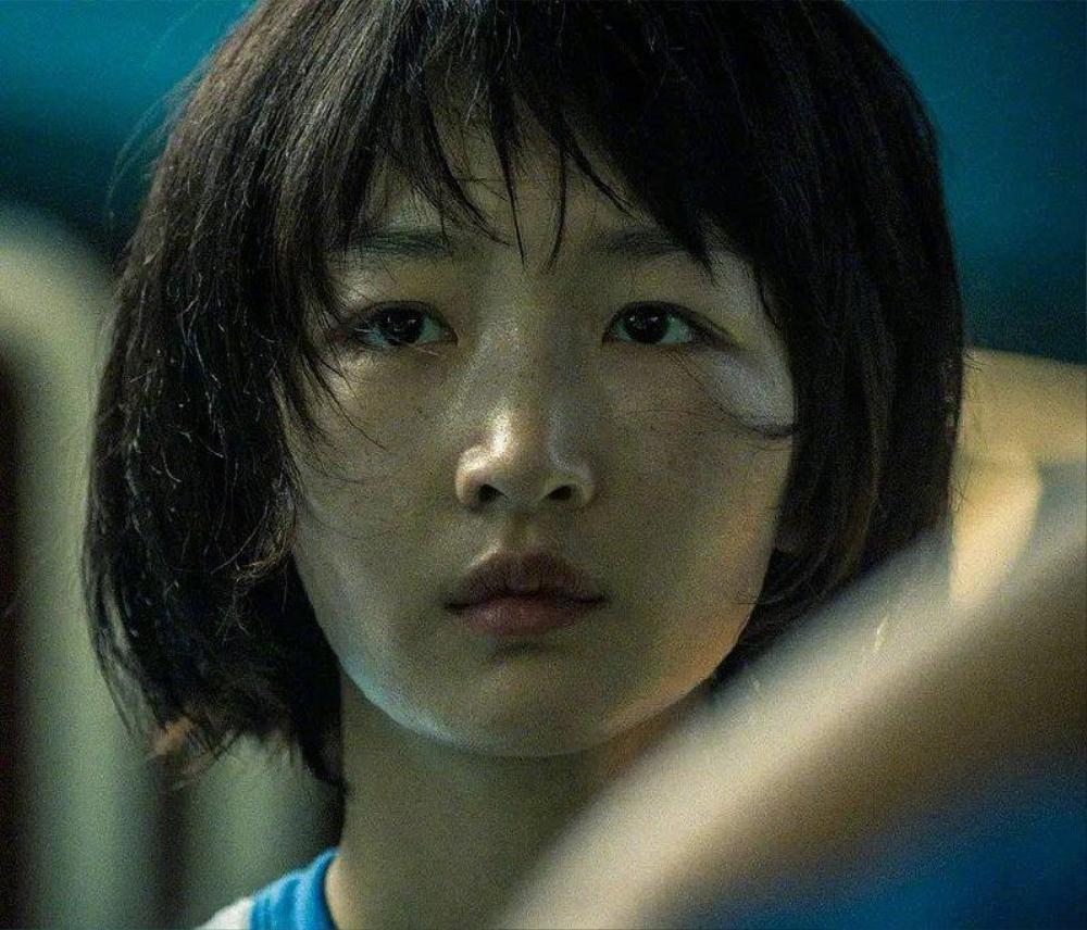 Dựa vào phim 'Em của thời niên thiếu', Châu Đông Vũ đạt nhiều giải thưởng lớn nhưng Dịch Dương Thiên Tỉ lại thua xa đàn chị Ảnh 1