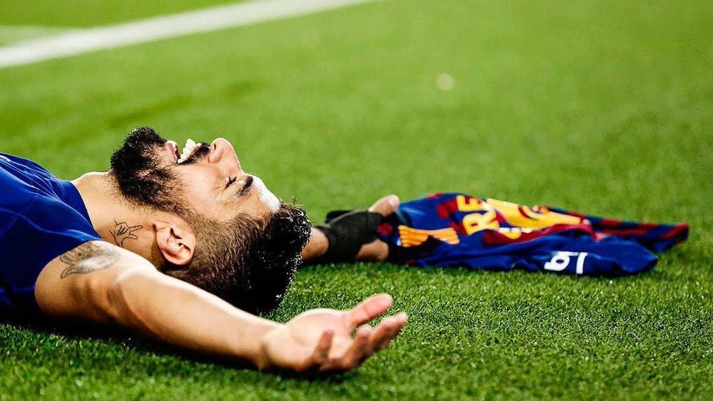Luis Suarez bật khóc sau buổi tập cuối cùng trước khi rời Barca Ảnh 2