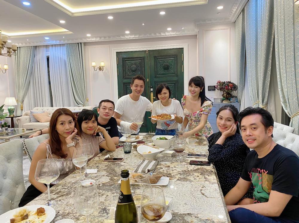 Sara Lưu vác bụng bầy song thai ở những tháng cuối cùng ông xã hội ngộ gia đình Đăng Khôi Ảnh 2