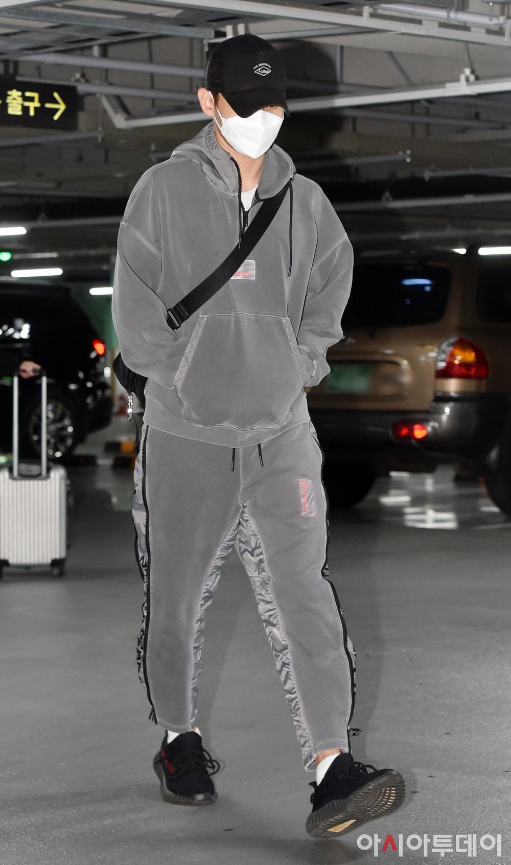 Max Changmin (DBSK) lộ diện sau khi hoãn đám cưới, Kim Woo Seok (X1) 'đẹp như hoa' Ảnh 7