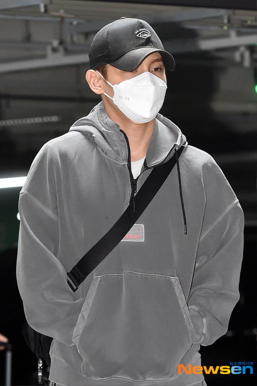 Max Changmin (DBSK) lộ diện sau khi hoãn đám cưới, Kim Woo Seok (X1) 'đẹp như hoa' Ảnh 3