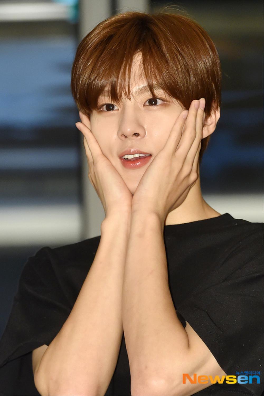 Max Changmin (DBSK) lộ diện sau khi hoãn đám cưới, Kim Woo Seok (X1) 'đẹp như hoa' Ảnh 15