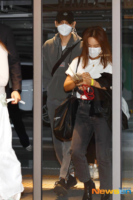 Max Changmin (DBSK) lộ diện sau khi hoãn đám cưới, Kim Woo Seok (X1) 'đẹp như hoa' Ảnh 11