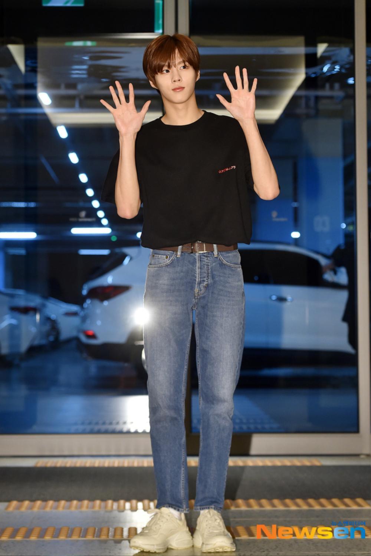 Max Changmin (DBSK) lộ diện sau khi hoãn đám cưới, Kim Woo Seok (X1) 'đẹp như hoa' Ảnh 20