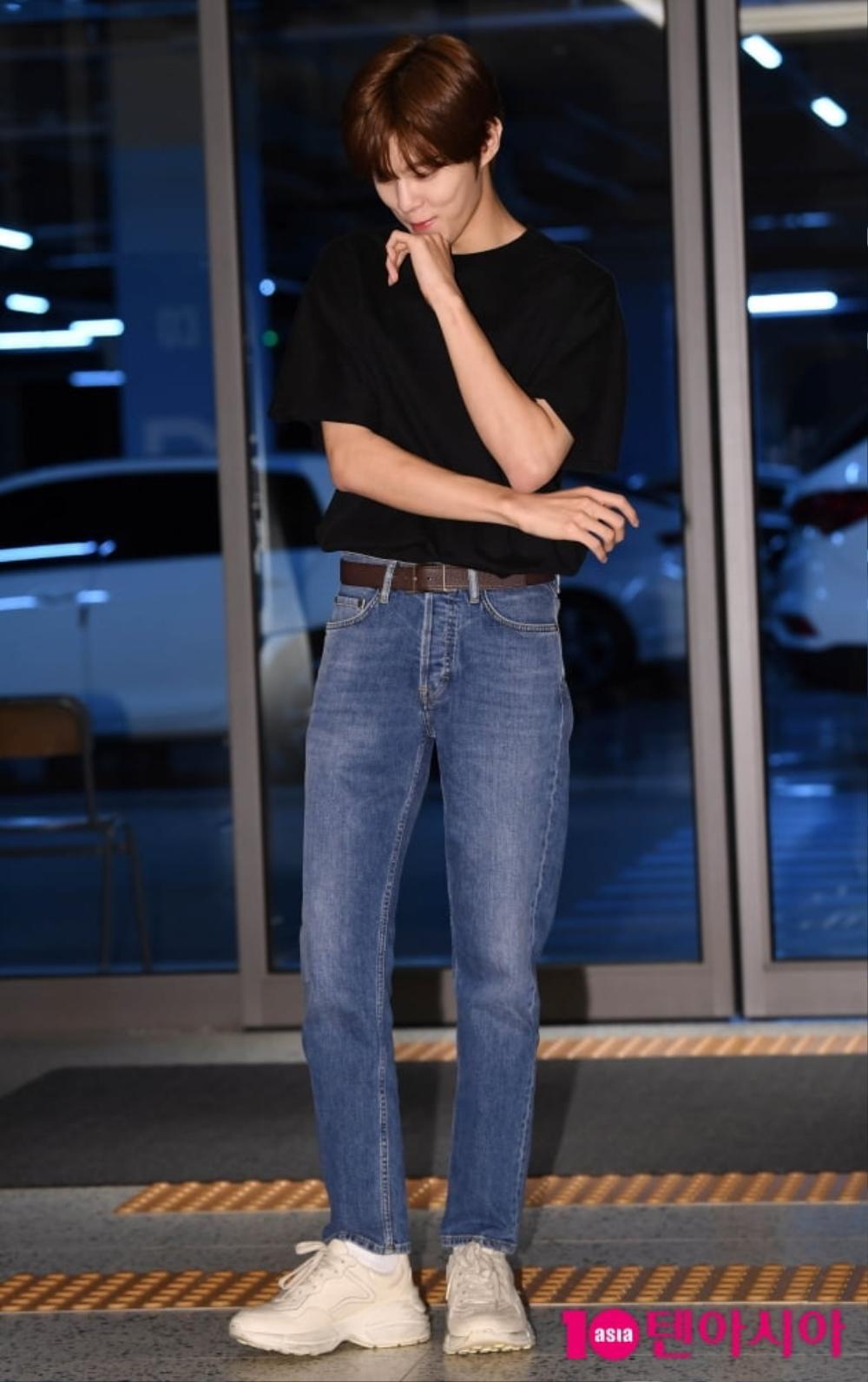 Max Changmin (DBSK) lộ diện sau khi hoãn đám cưới, Kim Woo Seok (X1) 'đẹp như hoa' Ảnh 13