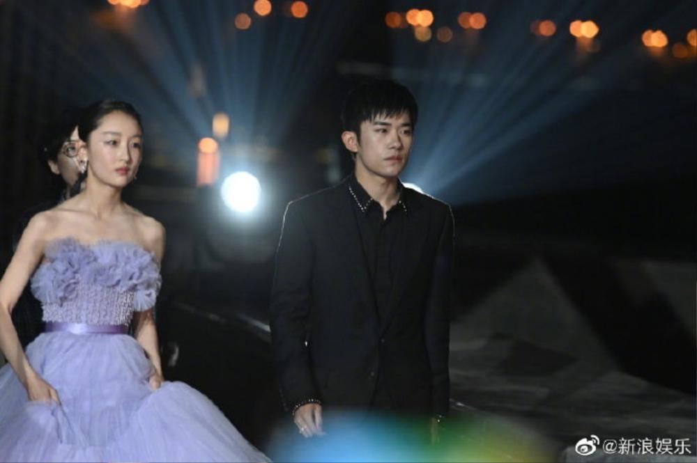 Thảm đỏ 'LHP Bách Hoa thưởng 2020': Dịch Dương Thiên Tỉ kém sắc hơn đồng đội, Dương Tử xinh xắn sau thời gian bị chê Ảnh 11