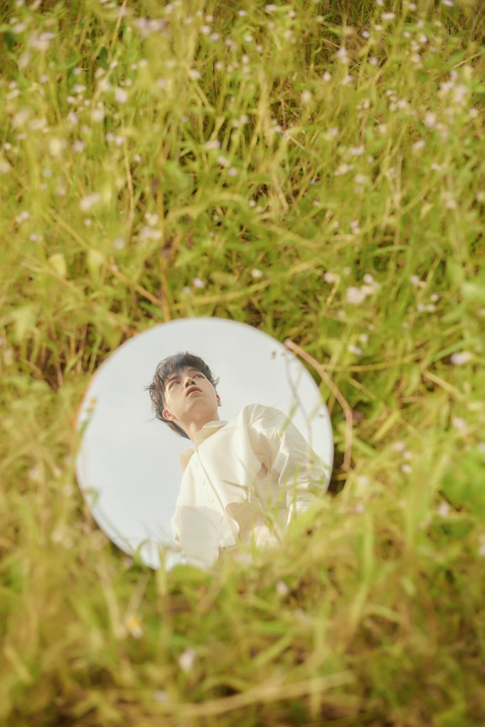 'Choáng' với tạo hình tóc nửa vàng nửa hồng của Đức Phúc trong họp báo ra mắt MV 'Người ơi người ở đừng về' Ảnh 2