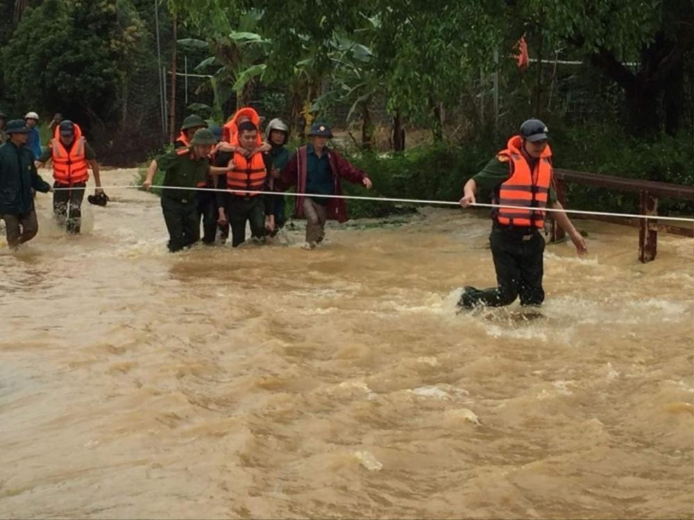 Mưa lớn cô lập nhiều nơi ở Phú Thọ, 2 người tử vong, 7 người bị thương Ảnh 1