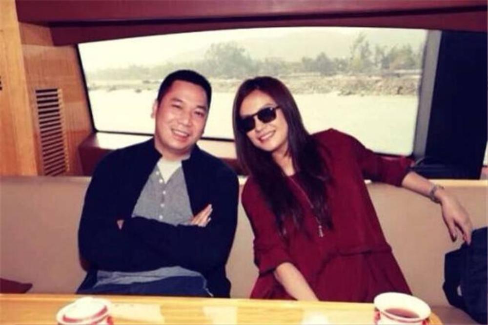 Bằng chứng cho thấy hôn nhân của Triệu Vy đã có biến từ lâu: Chồng đại gia bị kiện vì 'lừa đảo', nhà gái liên tục lộ ảnh thân mật với trai lạ Ảnh 5