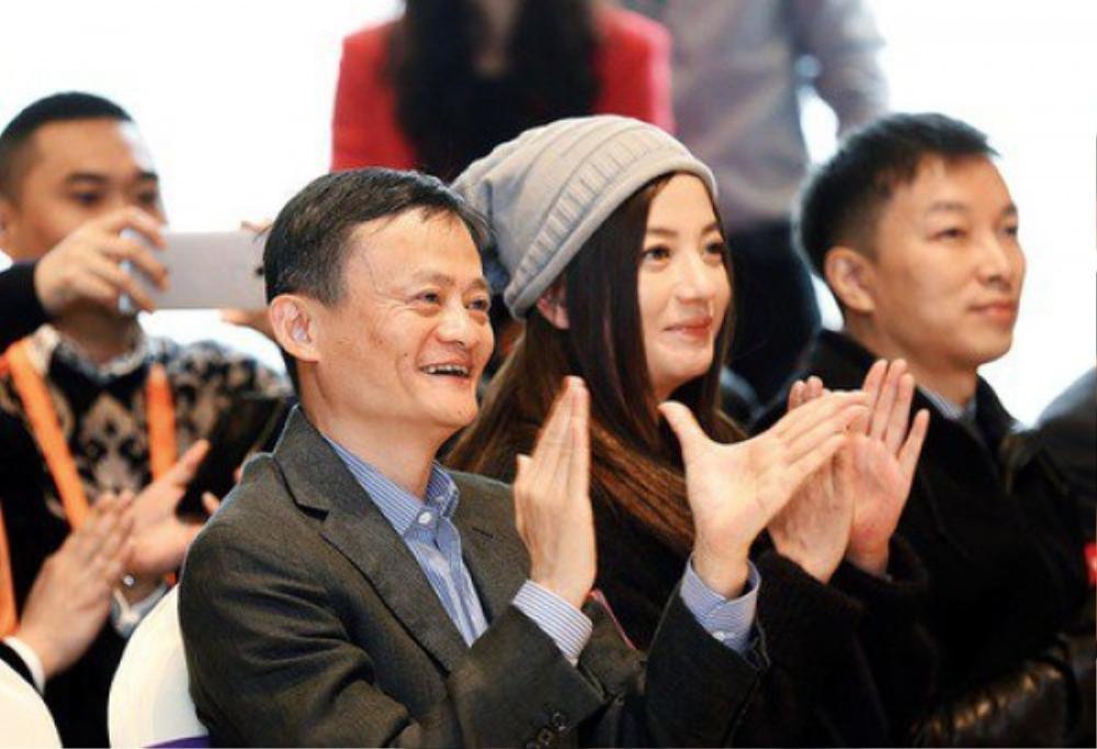 Bằng chứng cho thấy hôn nhân của Triệu Vy đã có biến từ lâu: Chồng đại gia bị kiện vì 'lừa đảo', nhà gái liên tục lộ ảnh thân mật với trai lạ Ảnh 8