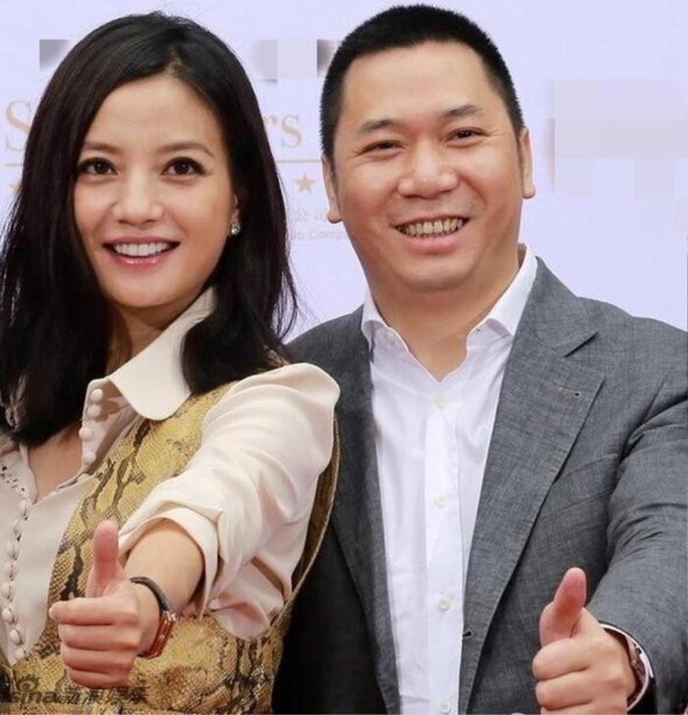 Bằng chứng cho thấy hôn nhân của Triệu Vy đã có biến từ lâu: Chồng đại gia bị kiện vì 'lừa đảo', nhà gái liên tục lộ ảnh thân mật với trai lạ Ảnh 3