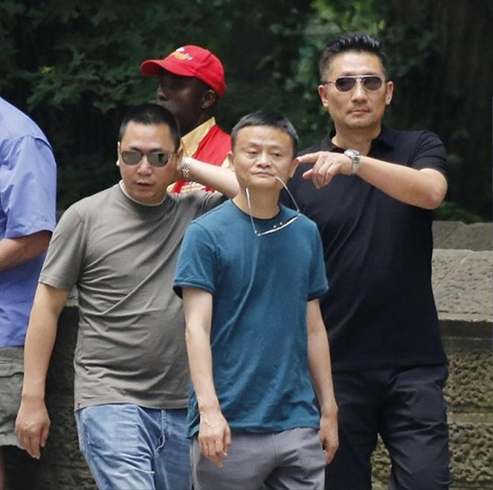 Bằng chứng cho thấy hôn nhân của Triệu Vy đã có biến từ lâu: Chồng đại gia bị kiện vì 'lừa đảo', nhà gái liên tục lộ ảnh thân mật với trai lạ Ảnh 9