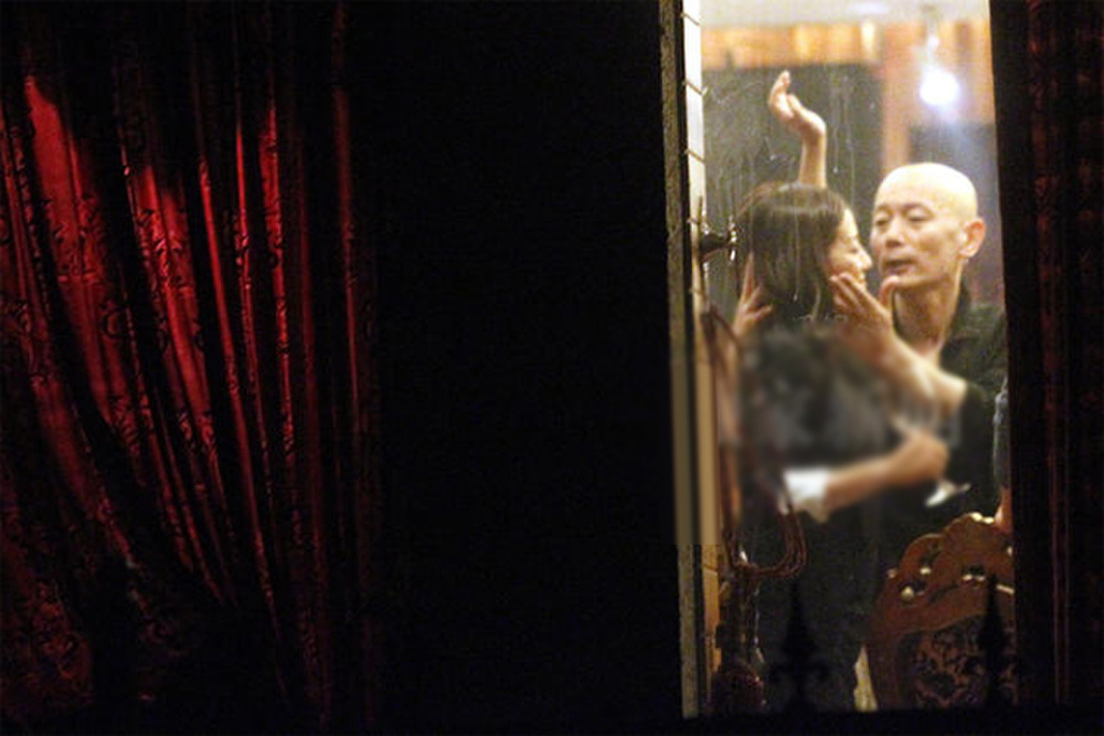Bằng chứng cho thấy hôn nhân của Triệu Vy đã có biến từ lâu: Chồng đại gia bị kiện vì 'lừa đảo', nhà gái liên tục lộ ảnh thân mật với trai lạ Ảnh 12