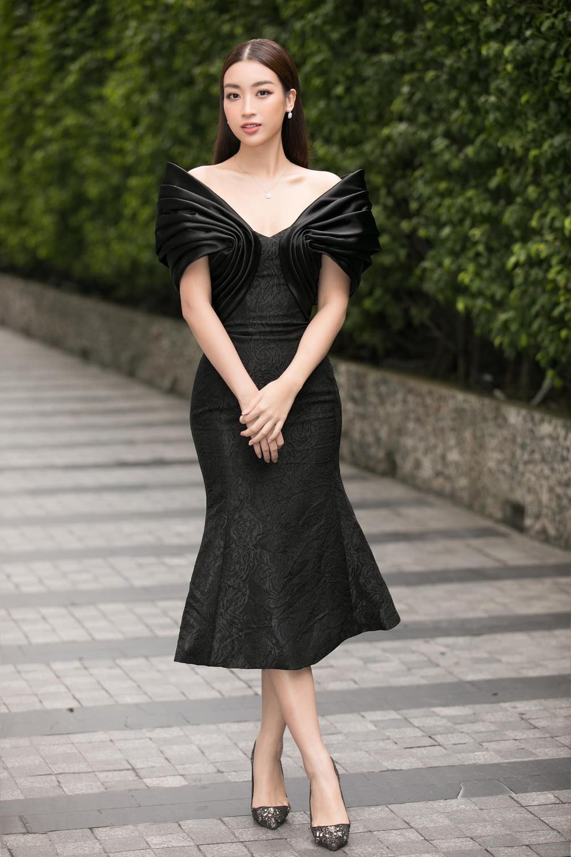 Vượt dàn Hoa hậu, Ngọc Trinh chỉ hở nhẹ cũng điềm nhiên dẫn đầu bảng xếp hạng sao đẹp Ảnh 5