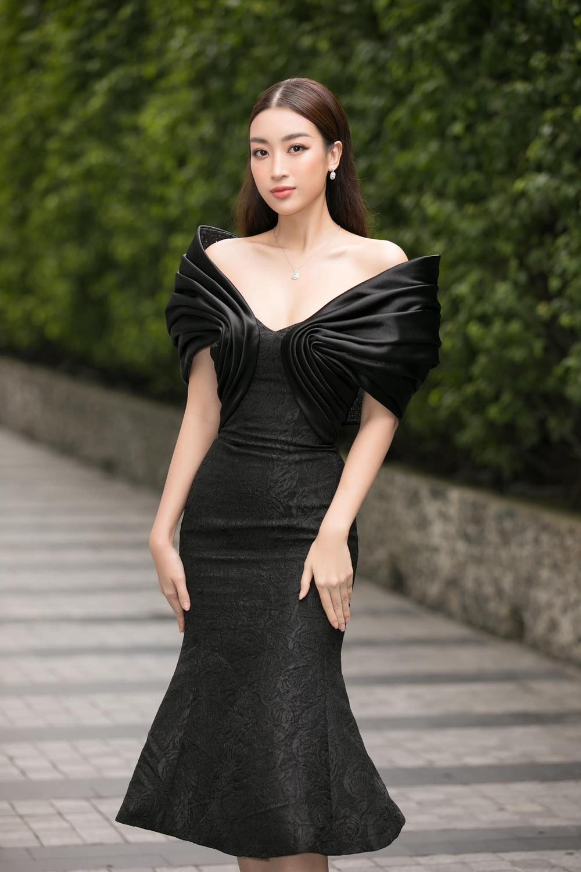 Vượt dàn Hoa hậu, Ngọc Trinh chỉ hở nhẹ cũng điềm nhiên dẫn đầu bảng xếp hạng sao đẹp Ảnh 6