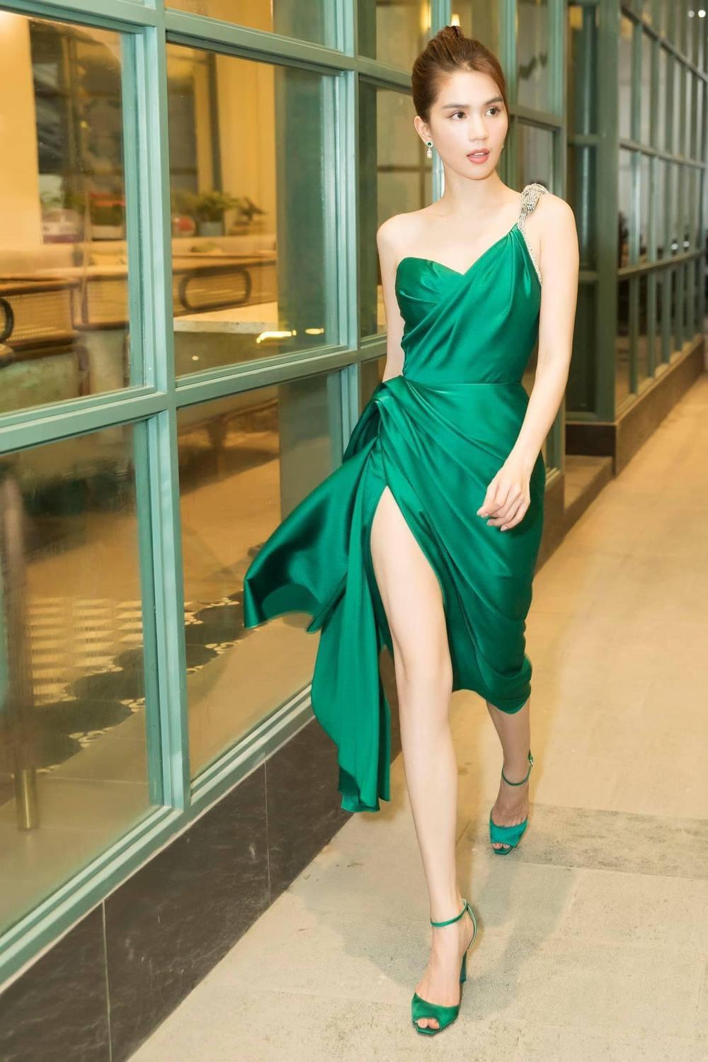 Vượt dàn Hoa hậu, Ngọc Trinh chỉ hở nhẹ cũng điềm nhiên dẫn đầu bảng xếp hạng sao đẹp Ảnh 1