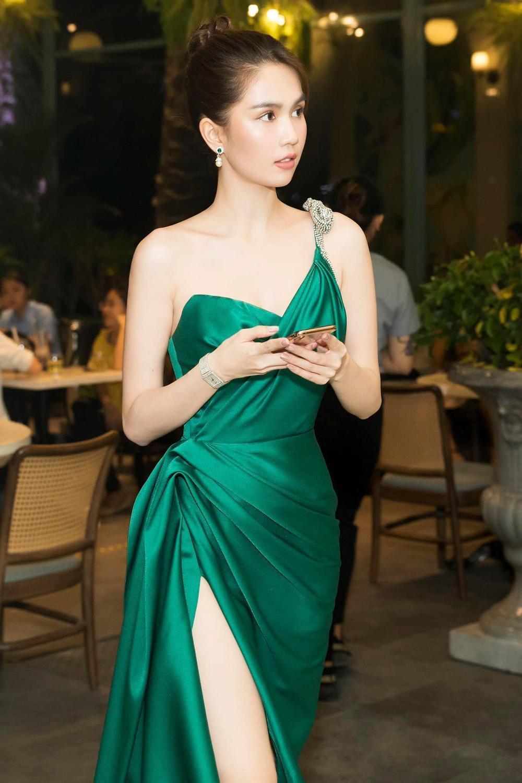 Vượt dàn Hoa hậu, Ngọc Trinh chỉ hở nhẹ cũng điềm nhiên dẫn đầu bảng xếp hạng sao đẹp Ảnh 2