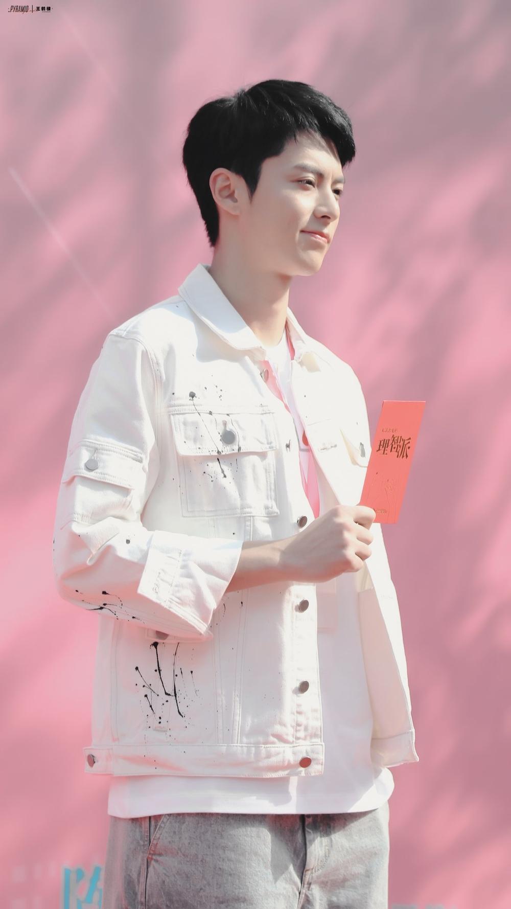 Tần Lam - Vương Hạc Đề thân mật trong ngày khai máy 'Phái lý trí không thể yêu' Ảnh 11