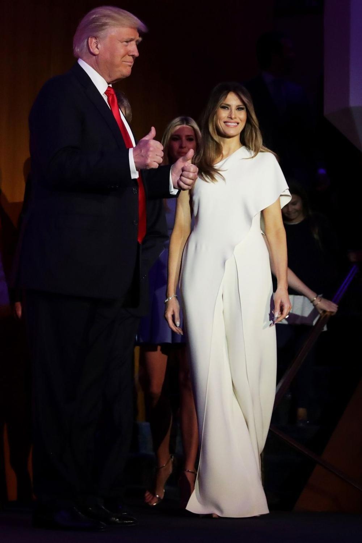 Đệ nhất phu nhân Mỹ Melania Trump cứ diện váy trắng tinh khôi là nhận được vô vàn lời khen Ảnh 5