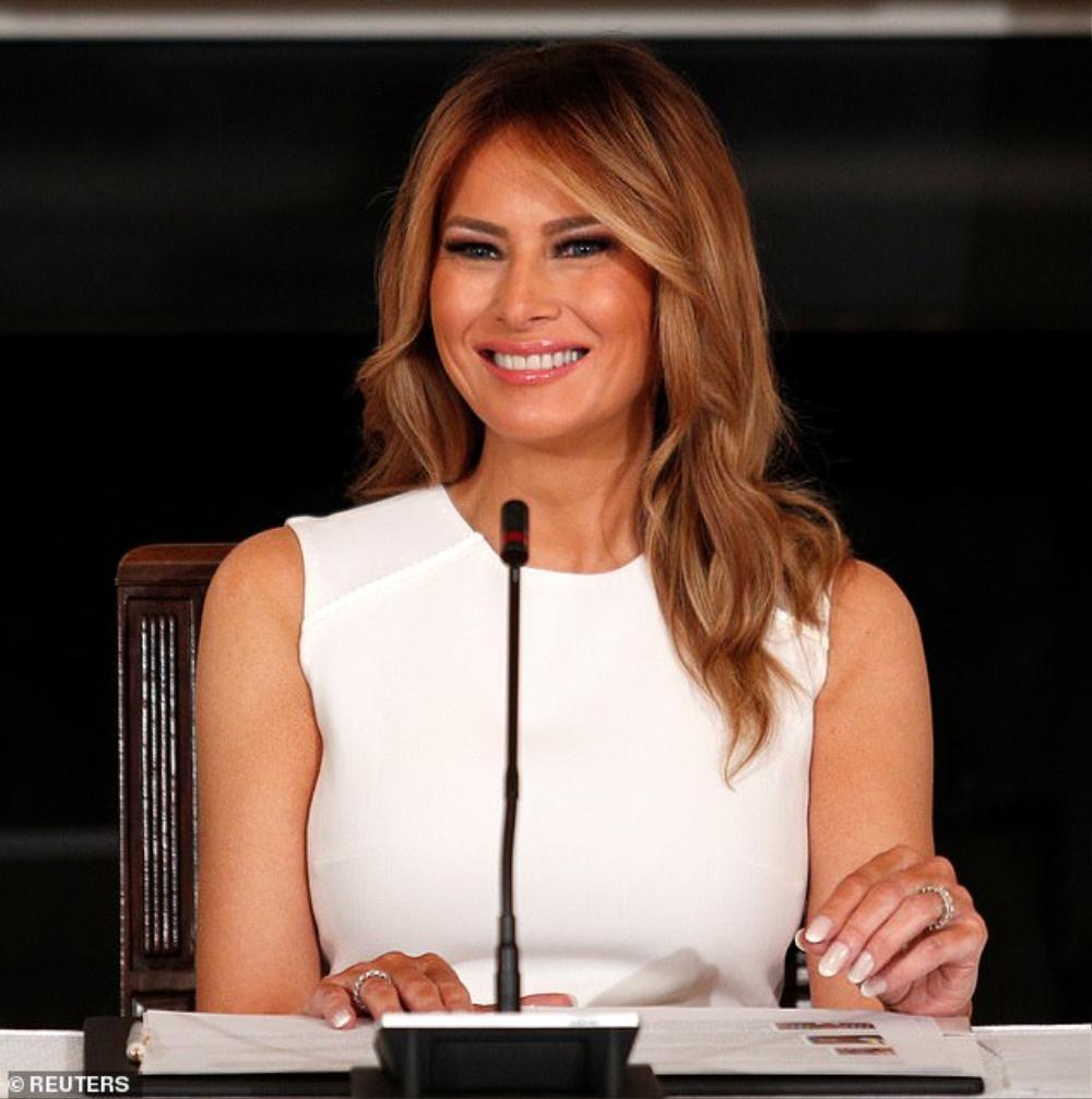 Đệ nhất phu nhân Mỹ Melania Trump cứ diện váy trắng tinh khôi là nhận được vô vàn lời khen Ảnh 3