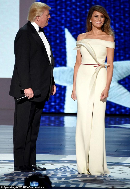 Đệ nhất phu nhân Mỹ Melania Trump cứ diện váy trắng tinh khôi là nhận được vô vàn lời khen Ảnh 9