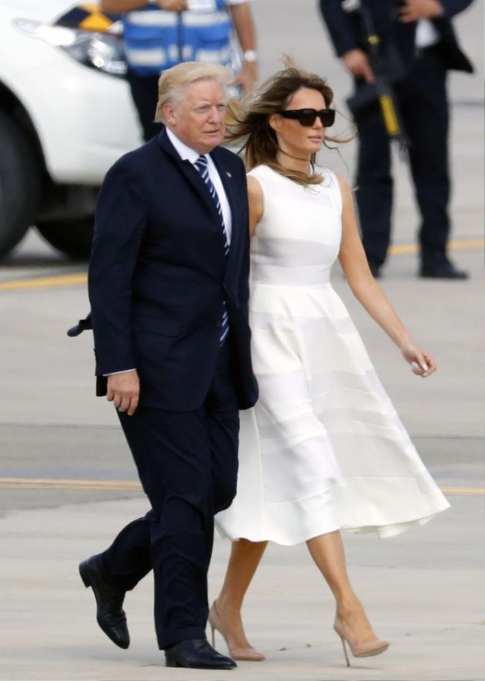 Đệ nhất phu nhân Mỹ Melania Trump cứ diện váy trắng tinh khôi là nhận được vô vàn lời khen Ảnh 6