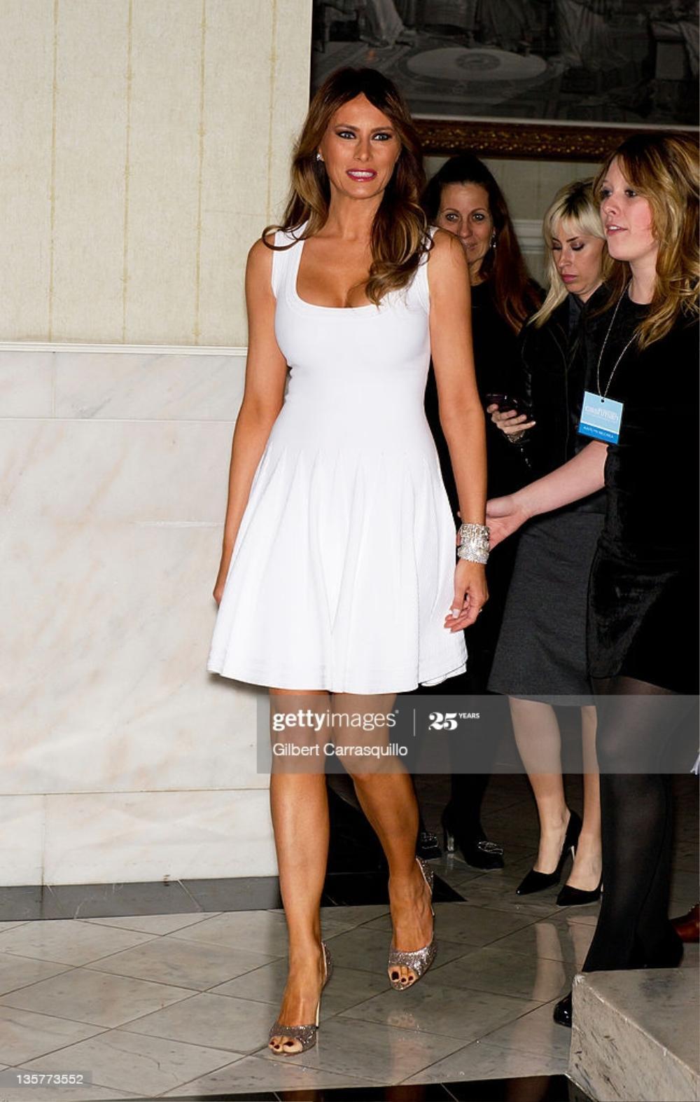 Đệ nhất phu nhân Mỹ Melania Trump cứ diện váy trắng tinh khôi là nhận được vô vàn lời khen Ảnh 4