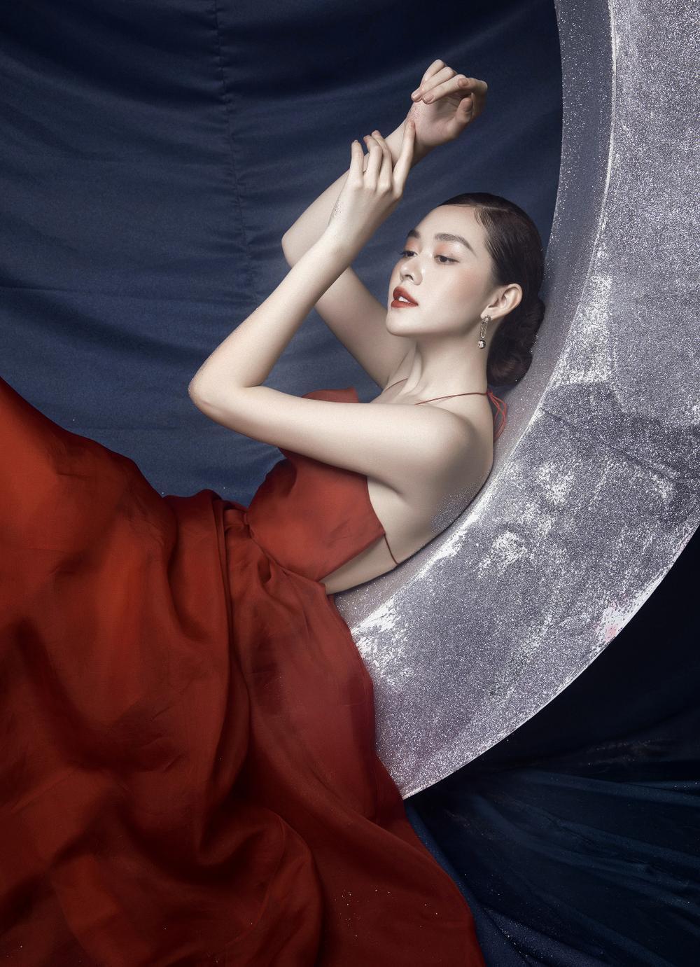 Á hậu Tường San hóa 'Hằng Nga', đẹp ma mị trong bộ ảnh mới dịp Trung thu Ảnh 8
