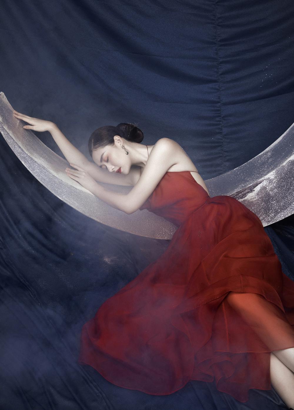Á hậu Tường San hóa 'Hằng Nga', đẹp ma mị trong bộ ảnh mới dịp Trung thu Ảnh 6