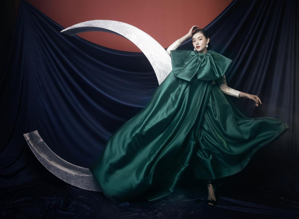 Á hậu Tường San hóa 'Hằng Nga', đẹp ma mị trong bộ ảnh mới dịp Trung thu Ảnh 3
