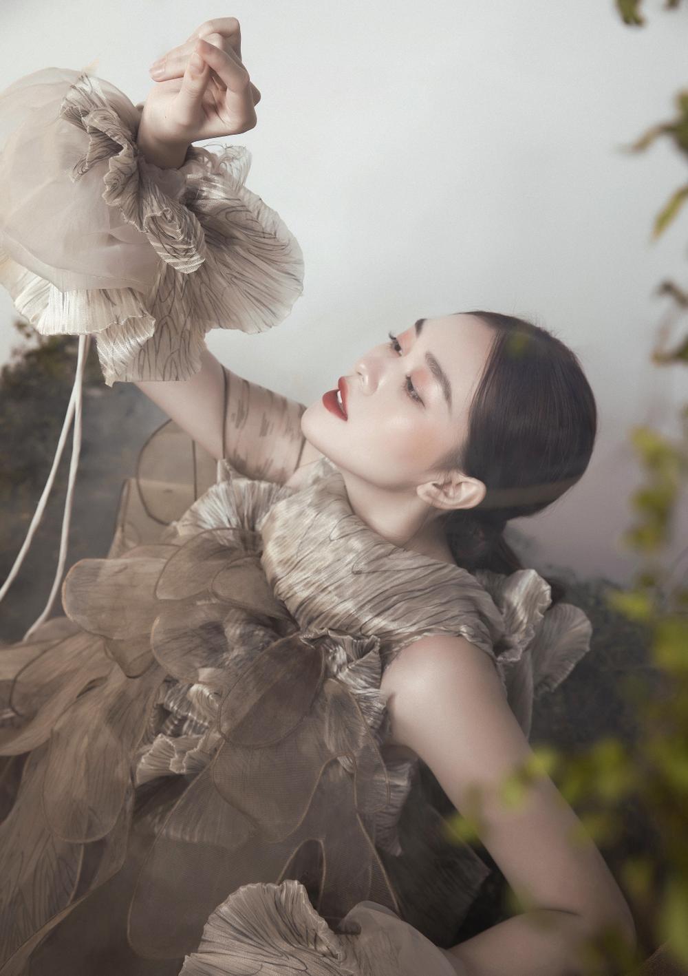 Á hậu Tường San hóa 'Hằng Nga', đẹp ma mị trong bộ ảnh mới dịp Trung thu Ảnh 11