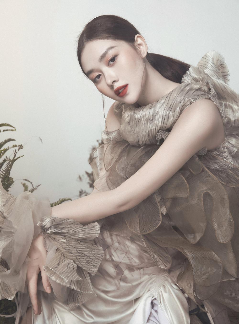 Á hậu Tường San hóa 'Hằng Nga', đẹp ma mị trong bộ ảnh mới dịp Trung thu Ảnh 9