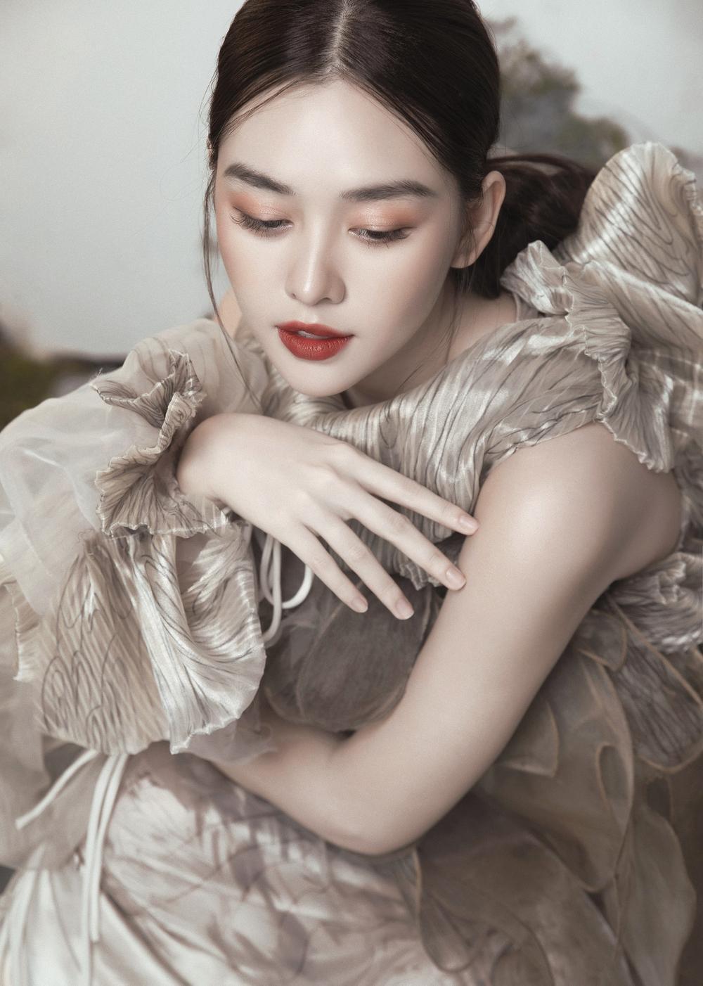 Á hậu Tường San hóa 'Hằng Nga', đẹp ma mị trong bộ ảnh mới dịp Trung thu Ảnh 12