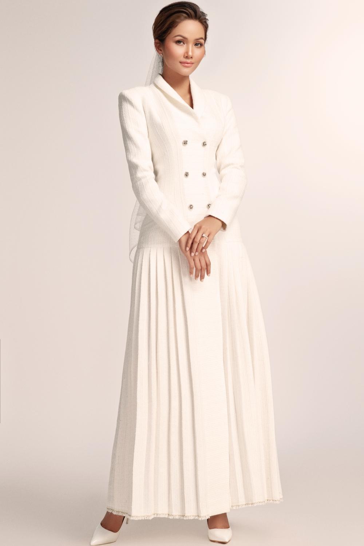 Thích thú với những mẫu váy cưới lạ mắt mà vẫn quyến rũ của H'Hen Niê Ảnh 1