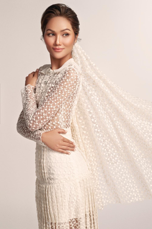 Thích thú với những mẫu váy cưới lạ mắt mà vẫn quyến rũ của H'Hen Niê Ảnh 5
