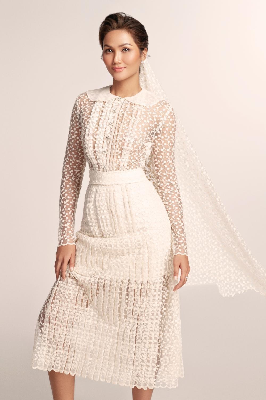 Thích thú với những mẫu váy cưới lạ mắt mà vẫn quyến rũ của H'Hen Niê Ảnh 6