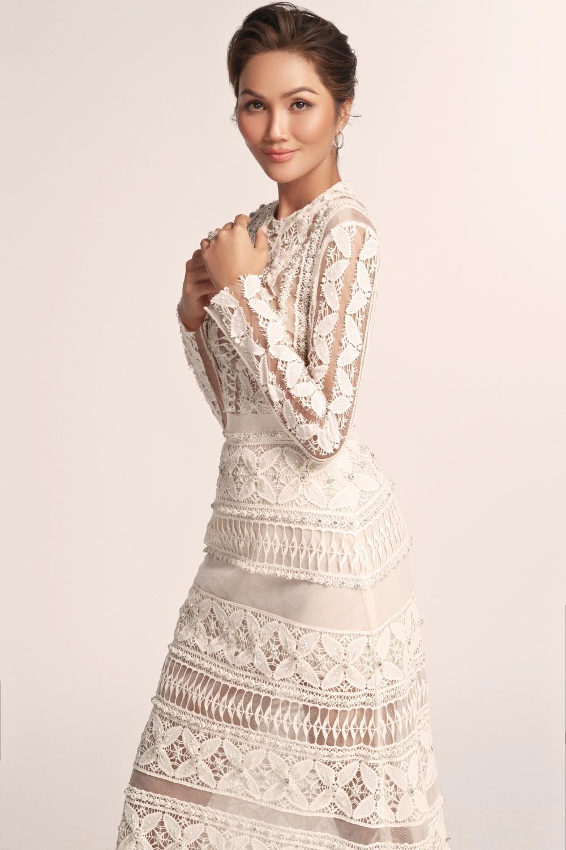 Thích thú với những mẫu váy cưới lạ mắt mà vẫn quyến rũ của H'Hen Niê Ảnh 11