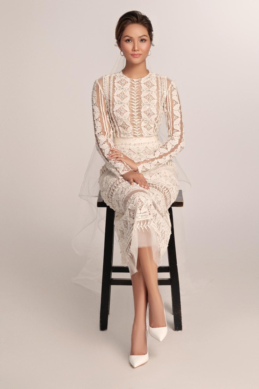 Thích thú với những mẫu váy cưới lạ mắt mà vẫn quyến rũ của H'Hen Niê Ảnh 13