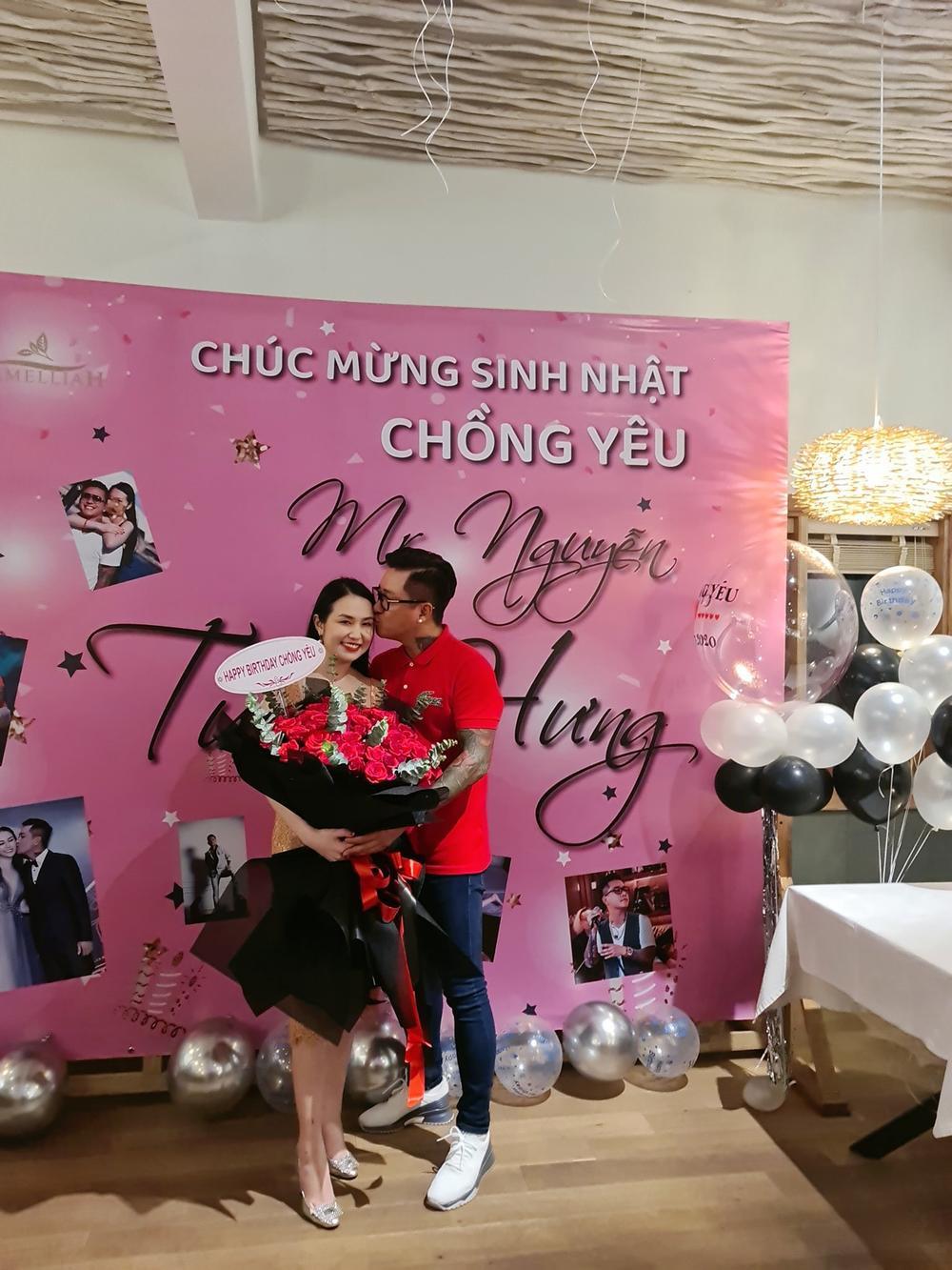 Tuấn Hưng hạnh phúc vì được bà xã Hương Baby tổ chức sinh nhật bất ngờ Ảnh 1